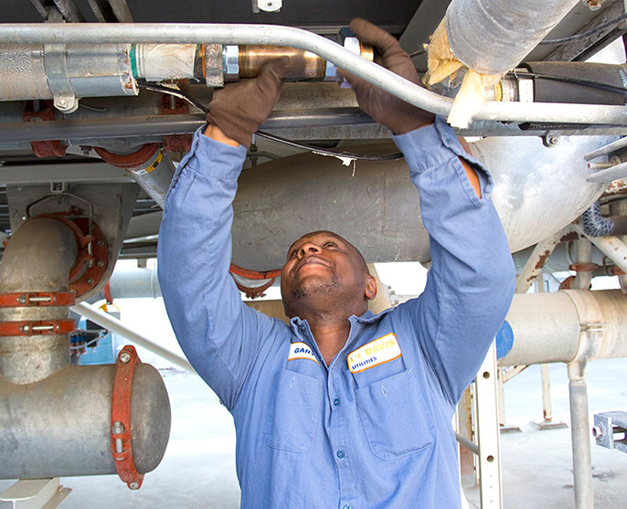 worker installs pipe