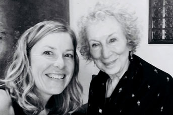Margaret Atwood poses for a selfie with Berkeley News interviewer Anne Brice