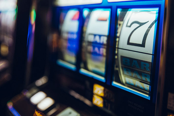 Slot machine with the number 7