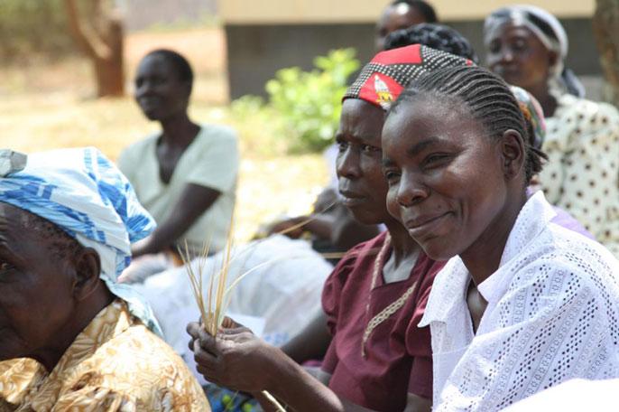 Women in western Kenya holding maize