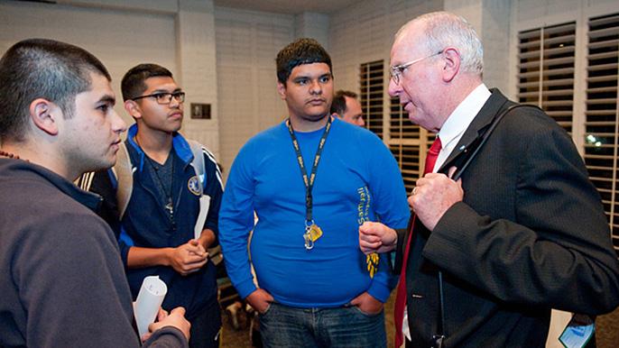 Francisco Javier Mendieta Jimenez speaks with students