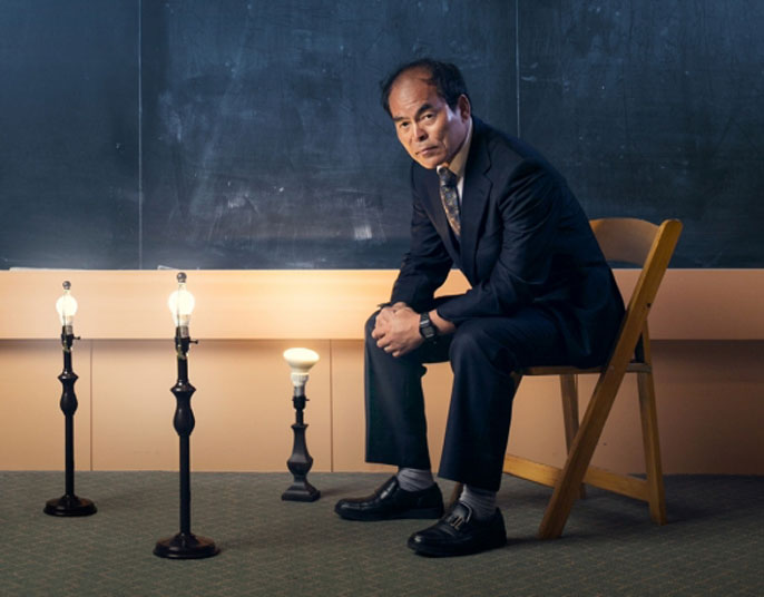 Shuji Nakamura in front of a blackboard with lights