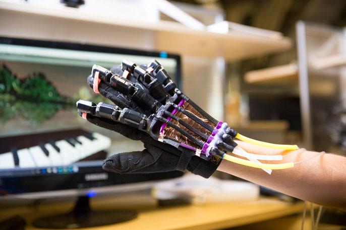 UC San Diego VR glove