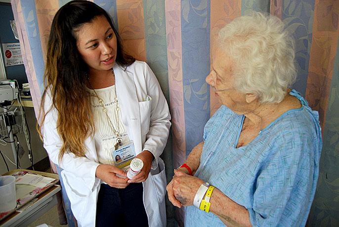 Pharmacist Pamela Mendoza and patient