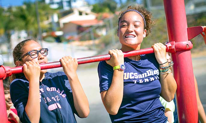 Child and UCSD student-athlete do pullups