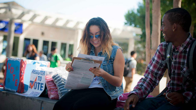 Student registers someone to vote at UC San Diego